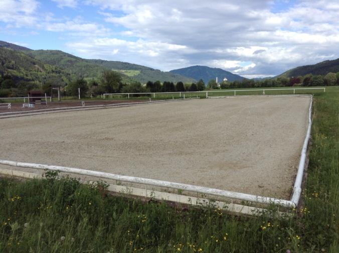 Dressurplatz 20x60 Meter für sportliches Dressurreiten